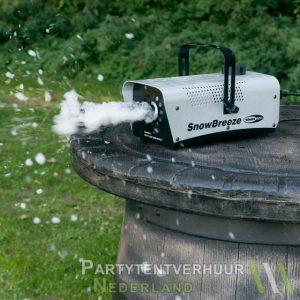 Sneeuwmachine actiefoto huren - Partytentverhuur Groningen